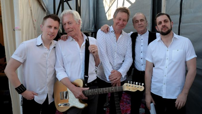 """Out Out Quoing"" Tour 2022: Die Band Status Quo kommt nach Hof"